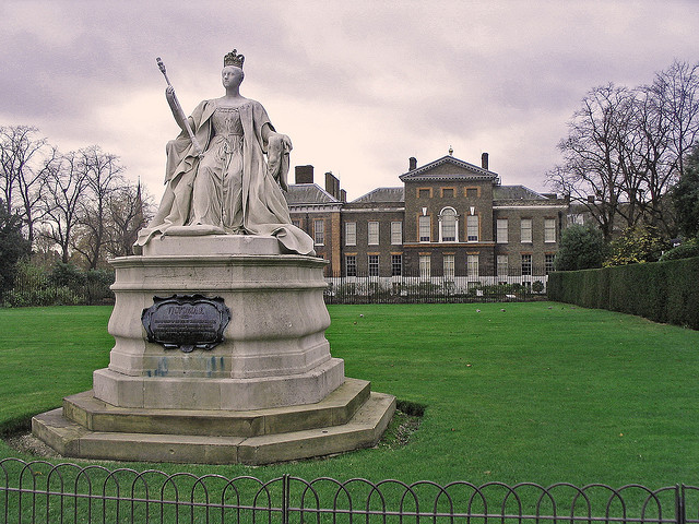 """Statue of Queen Victoria"" image by soosalu (Sirje S)"