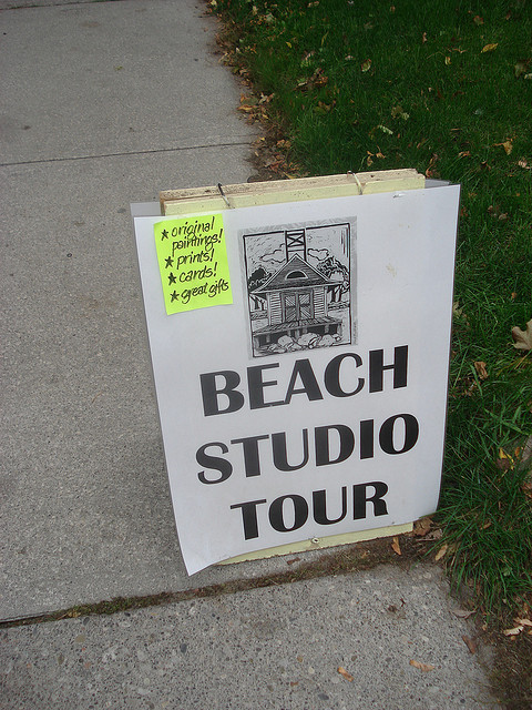"""Sign for Beach Studio Tour in 2007"" image by Aasen Ryan Family (Pat & Keri) @ http://www.flickr.com/photos/vistadome/1634054610/"