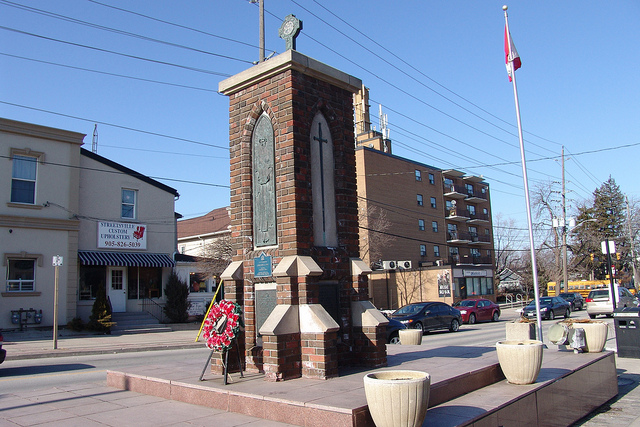 Streetsville Cenotaph in Mississauga, Ontario; image by Administrator of StreetsvilleLiving.com